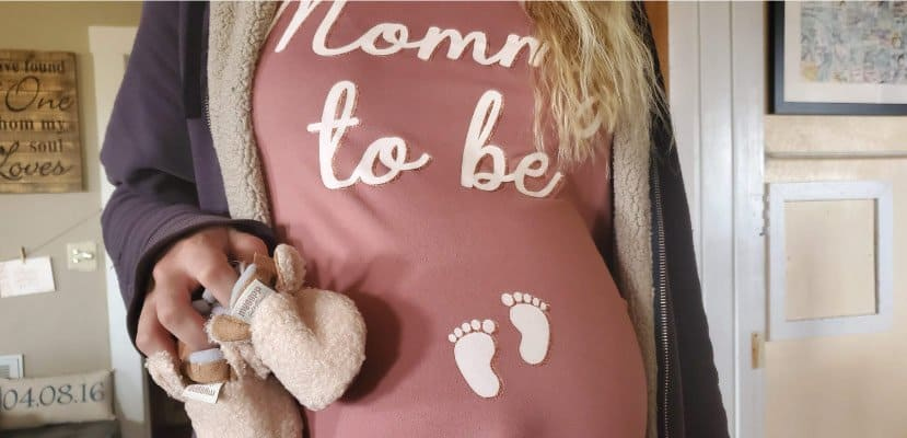 pregnant belly with 'mommy to be' shirt