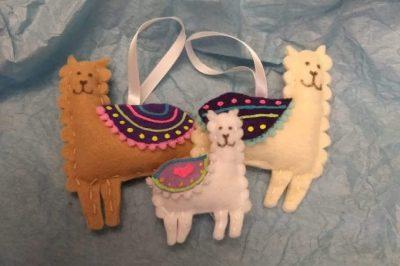 Three felt llamas for a pregnancy announcement